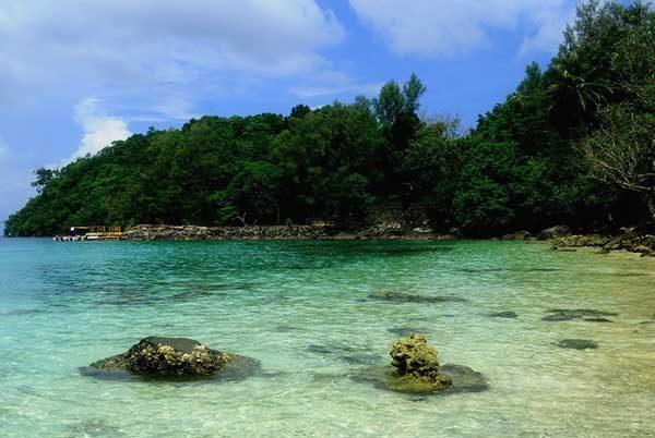 http://www.gosumatra.com/wp-content/uploads/2013/10/Pulau-Rubiah-Taman-Laut-Rubiah.jpg