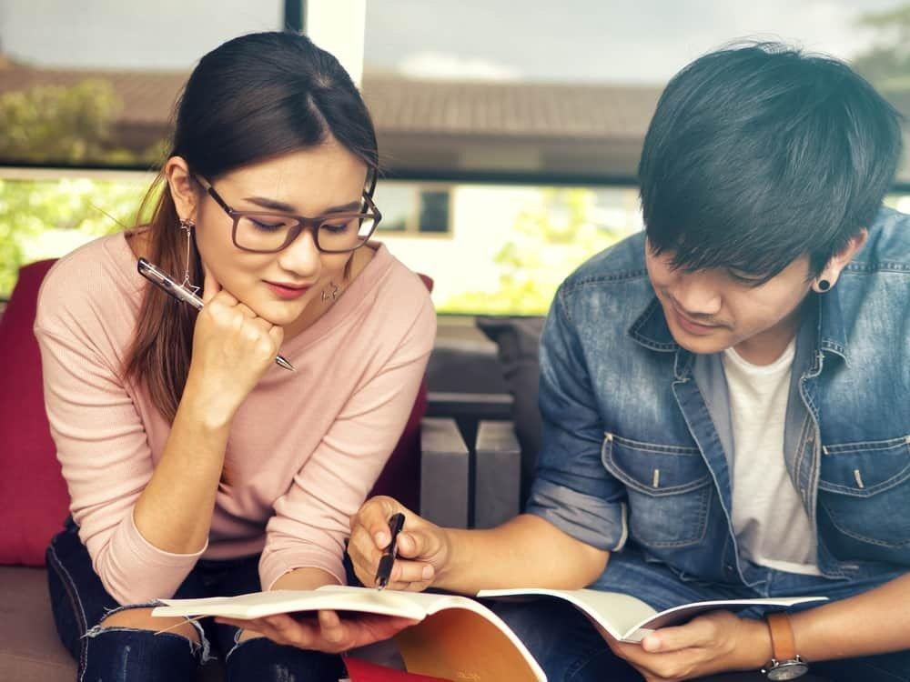 5 Tips untuk Bertahan Kerja Bersama Mantan Setelah Putus yang Menyakitkan