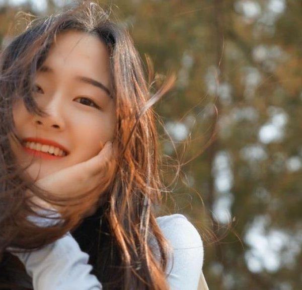 7 Tips Agar Merasa Lebih Bahagia Setiap Hari, Menurut Para Ahli